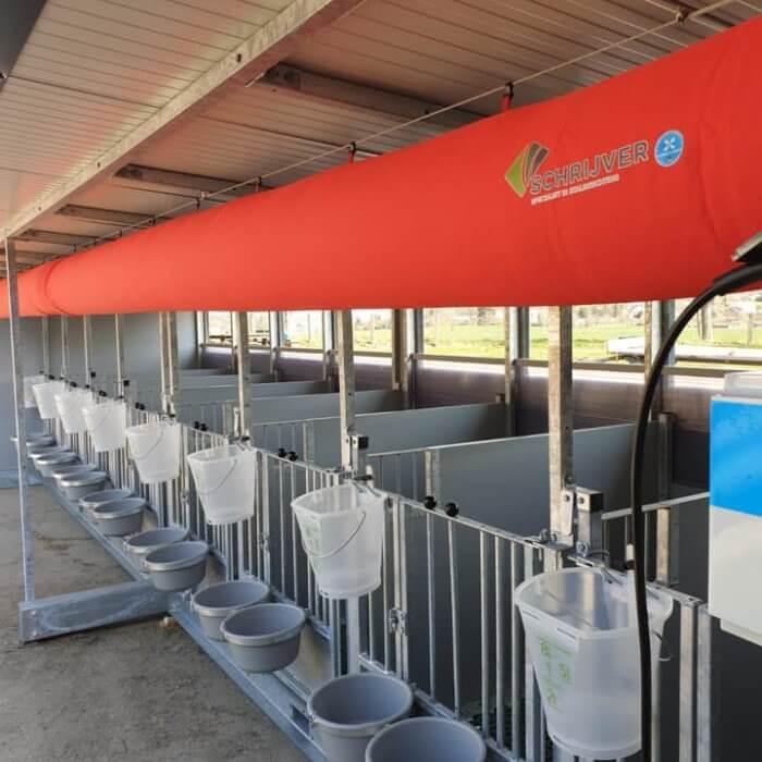 Quattro calf hutch with ventilation tube